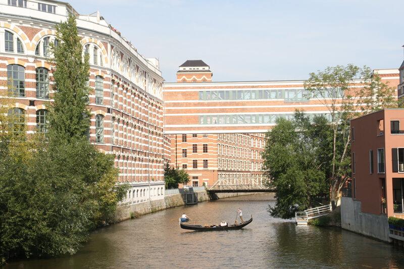 Elsterlofts - Ansicht der Loftbrücke vom Karl-Heine-Kanal